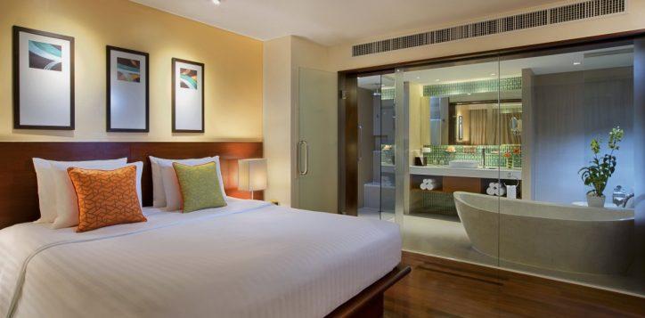 09-one-bedroom-suite-bed-room%ef%80%a2bath-room-2